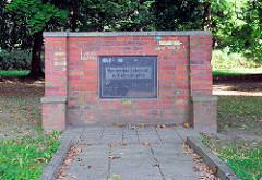 Gedenkstein für Klara Zetkin in Mirow - Inschrift: Nur wo das Leben ist, will ich kämpfen.