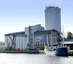 Getreidesilo - Industriarchitektur im Hafen von Neustadt / Holstein.
