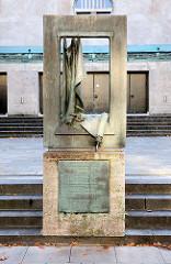 Mahnmal am Tempelgebäude in der Oberstrasse in Hamburg Harvestehude, Tafel mit Inschrift EHEM. SYNAGOGE DES TEMPELVERBANDES Dieses Gebäude wurde als eine der letzten Synagogen vor 1933 nach Plänen der  Architekten Ascher und Friedmann 1931 erbaut.