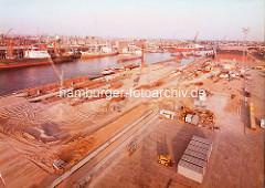 Baustelle im Kaiser-Wilhelm-Hafen, Erweitung für Krananlagen - Bilder aus dem Hamburger Hafen. ( ca. 1979 )