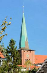Kirchturm Stadtkirche in Neustadt, Holstein - Backsteingotik, erbaut im 14. Jahrhundert.