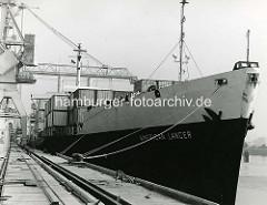 Das Frachtschiff  American Lancer der United States Lines war das erste Vollcontainerschiff im Hamburger Hafengebiet, das im Mai 1968 am HHLA Container Terminal Burchardkai  abgefertigt wurde. ( 1968 )
