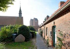 Hospitalanlage mit Hospitalkirche von 1408 in Neustadt, Holstein.