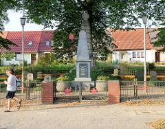 Sowjetische Gedenkstätte / Ehrenmal  an der Strelitzer Strasse in Mirow.