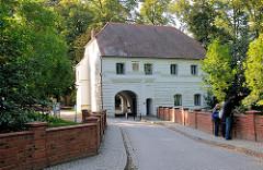 Torhaus der Schlossinsel von Mirow - Teil der ehem. Befestigungsanlage aus dem 16. Jahrhundert - Renaissancebau von 1588.