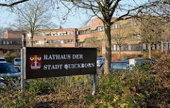 Schild Rathaus der Stadt Quickborn, Wappen von Quickborn.
