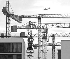 Baukräne in der Hafencity Hamburgs.