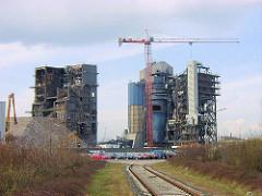 Abriss des HEW Kraftwerks am Strandhafen /  Magdeburgger Hafen Grasbrook in der jetzigen Hamburger Hafencity. ( ca. 2001 )