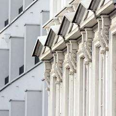 Historische und moderne Hausfassade in Hamburg Pöseldorf / Rotherbaum.