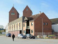 Silos und Gewerbearchitetkur beim Hafen von Neustadt / Ostholstein.