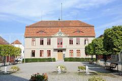Rathaus von Malchow - erbaut 1821; klassizistische Architektur.