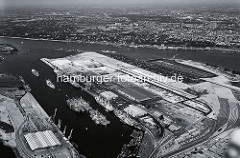 Luftaufnahme vom Waltershofer Hafen, HHLA Containerterminal am Burchardkai - Kleingärten an der Elbe ( 1971 )