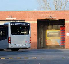 Waschanlage für Autobusse der Öffentlichen Verkehrsmittel; Betriebshof Ellerauer Strasse in Quickborn.