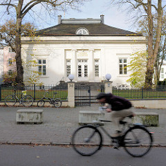 Klassizistische Villa - Theater im Zimmer, Alsterchaussee in Hamburg Rotherbaum.