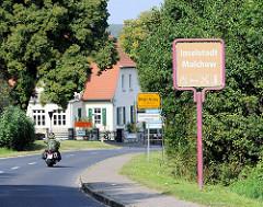 Schild Inselstadt Malchow - Ortsschild Malchow.