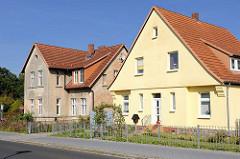 Wohnhäuser in der Rudolf Breitscheid Strasse von Mirow - Neubau und renovierungsbedürftiges Einzelhaus; alt + neu.