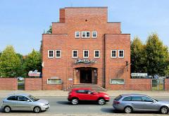 Altes Kino;  Hagenstrasse in Hagenow - expressionistische Architektur der 1930er Jahre.