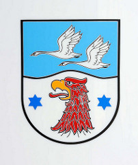 Wappen vom Landkreis Havelland; Adlerhaupt und fliegende Schwäne.