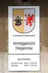Schild Amtsgericht Hagenow, Sprechzeiten / Wappen von Mecklenburg Vorpommern.