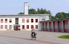 Zweckarchitektur, Neubau der Feuerwehr Hagenow  - Eichenweg; Zweckbau / Schlauchturm.