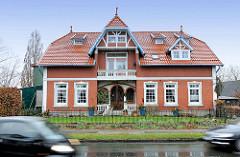 Wohnhaus an der Hauptstrasse - Einzelhaus, Gründerzeitarchitektur; Bilder aus der Metropolregion Hamburg / Quickborn.