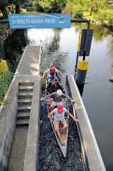 Fisch-Kanu-Pass an der Gänsehavel von Fürstenberg - ca. 50m lange Kanurutsche, die auch Fischen ein Passieren ermöglicht.