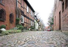 Kopfsteinpflaster, Wohnhäuser - Hinter der Bardowicker Mauer in Lüneburg.