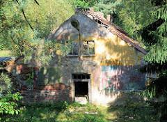 Ruinen von ehem. sowjetischen Kasernen im Fürstenberger Wald an der Steinhavel / Röblinsee.