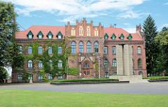 Kreishaus von Rathenow, 1895 im neugotischen Stil erbaut aus Rathenower Ziegeln; Architekt Franz Schwechten.