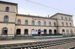 Ehem. Empfangsgebäude Bahnhof Hagenow Land; spätklassizistisches Gebäude, erbaut 1845/1846 - zweigeschossiger Flügelbau.