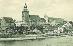 Historische Aufnahme der Stadt Havelberg an der Havel - Blick auf die Kirche St. Laurentius und den Havelberger Dom St. Marien - Bilder der Altstadt Havelbergs.