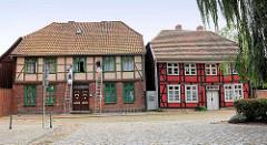 Historische Fachwerkhäuser am Kirchenplatz in Hagenow.