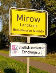 Ortschild Mirow Landkreis Mecklenburgische Seenplatte / Staatlich anerkannter Erholungsort.