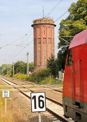 Wasserturm an der Bahnstrecke Hagenow Land; 30m hoher Bahnwasserturm - expressionistisch gestaltete Backsteinbau; errichtet 1926.