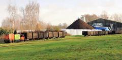 Mit einer Feldbahn wird der abgebaute Torf ins Torfwerk transportiert. Fotos vom Himmelmoor in Quickborn.