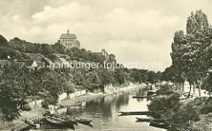 Altes Bild aus Havelberg - Blick über den Stadtgraben; Ruderboote liegen am Ufer - Havelberger Dom St. Marien.