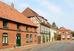 Wohnhäuser, Ziegelfassade / Fachwerkgebäude; Pfaffenstrasse von Hagenow.