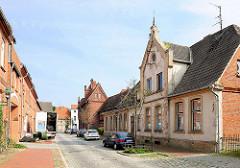 Renovierungsbedürftiges Einfamilienhaus - Architektur des Historismus / Jahrhundertwende; Augustenstrasse in Hagenow.