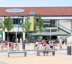 Märkischer Platz in Rathenow; Brunnen und Sitzbänke - Tanzcafé.
