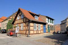 Historisches Wohnhaus unter Denkmalschutz - Fachwerkgebäude mit Hofgebäuden in der Schwedtstrasse von Fürstenberg / Havel.