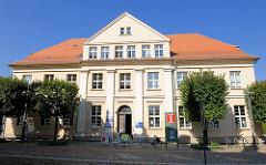 Historische Architektur - Büro der Tourist-Information in Fürstenberg / Havel, Markt.