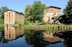 Historische Industriearchitektur in Fürstenberg, Havel; Betriebsgebäude der Steinhavelmühle an der Steinhavel.