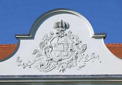 Detail Schloss Fürstenberg, Havel; dreiflügeliger Barockbau mit Rokokodekor - erbaut zwischen 1741 und 1752. Witwensitz der mecklenburgischen Herzogin Dorothea Sophie. Das Gebäude wurde 2006 an einen privaten Investor verkauft, ist teilweise restauri