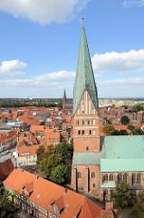 Kirchturm der St. Johanniskirche in Lüneburg.