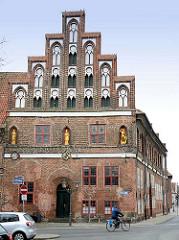 Nordfassade vom Kämmereiflügel am Ochsenmarkt / Marienplatz - Rathaus von Lüneburg.