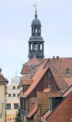 Dächer der Stadt Lüneburg - Kupferturm mit Glockenspiel.