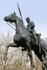 Dragonerdenkmal im Clamart-Park in Lüneburg - Denkmal für die Gefallenen des 2. Hannoverschen Dragoner Regiments Nr. 16.