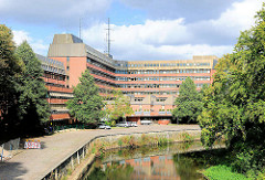 Behördenzentrum Lüneburg an der Ilmenau.