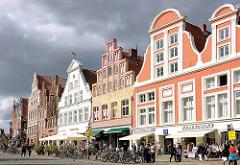 Historische Giebelhäuser - Platz am Sande; Architekturfotografie der Hansestadt Lüneburg.