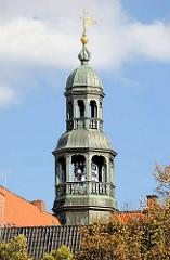 Kupferturm vom Lüneburger Rathaus mit Glockenspiel.